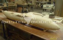 Продувочная модель фюзеляжа самолёта, выполненная из дерева