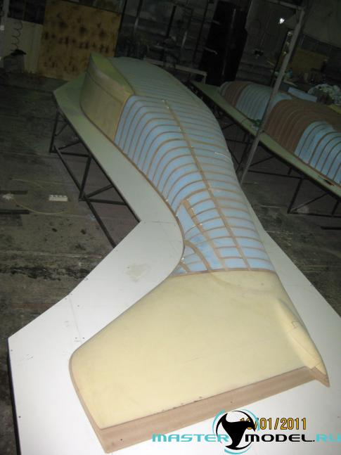 Мастер-модель фюзеляжа самолёта МАИ-407 в работе